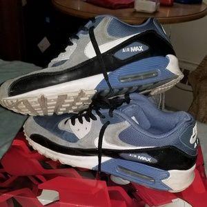 Nike air max 90s .